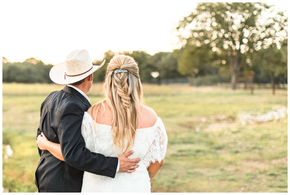 Texas-Wedding-Photographer-Braded-T-Ranch-Kendalia-Bride-Groom-Southwestern-Style-Carly-Barton-Photography-Vogt_0058.jpg