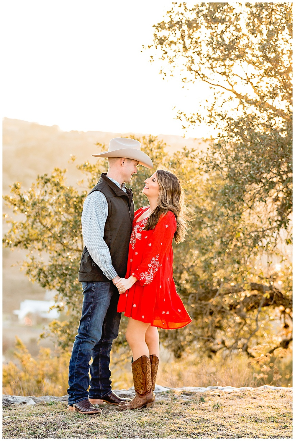 South-Texas-Wedding-Photographer-Engagement-Photos-Happy-H-Ranch-Comfort-Texas-Sunset-Couples-Carly-Barton-Photography-Justin-Erica_0015.jpg