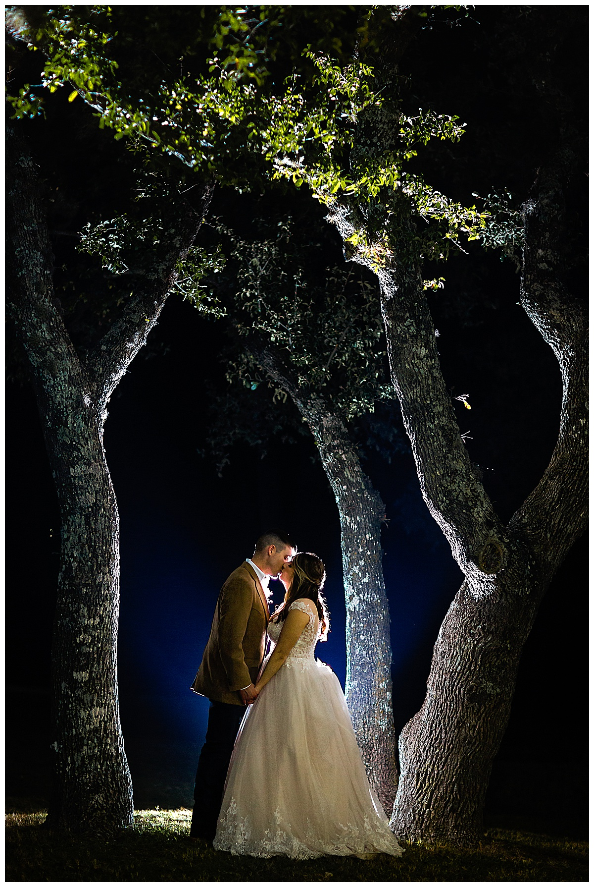 Wedding-Photographer-Texas-Hill-Country-Happy-H-Ranch-Comfor-Texas-Carly-Barton-Photography_0051.jpg