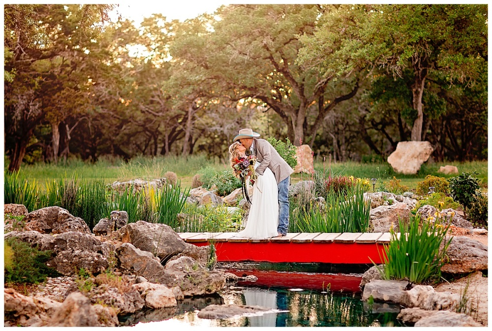 Eagle-Dancer-Ranch-Boerne-Texas-Wedding-Party-Barn-Carly-Barton-Photography_0049.jpg
