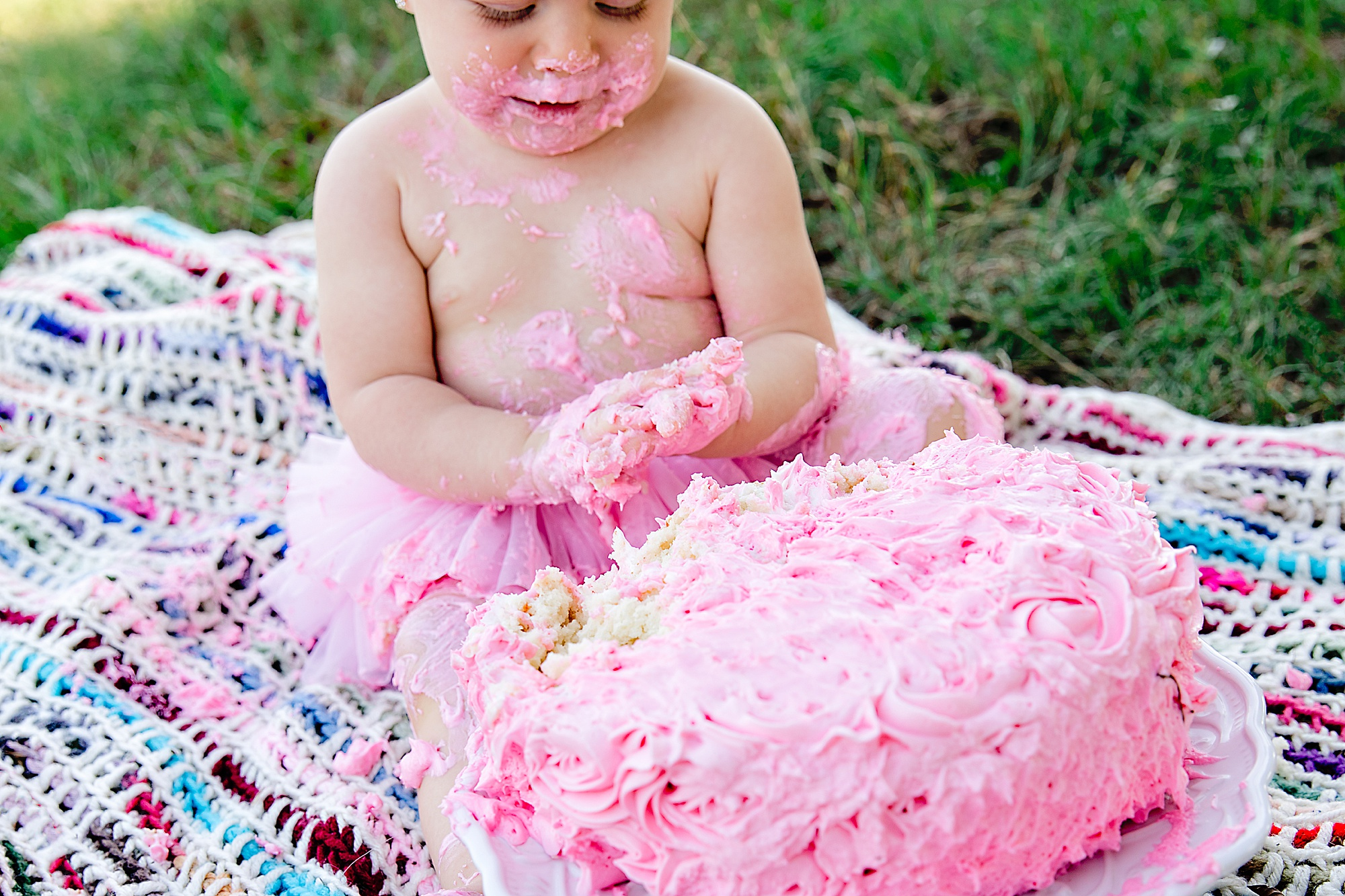 Family-photographer-Cake-Smash-one-year-birthday-pink-theme-carly-barton-photography_0006.jpg