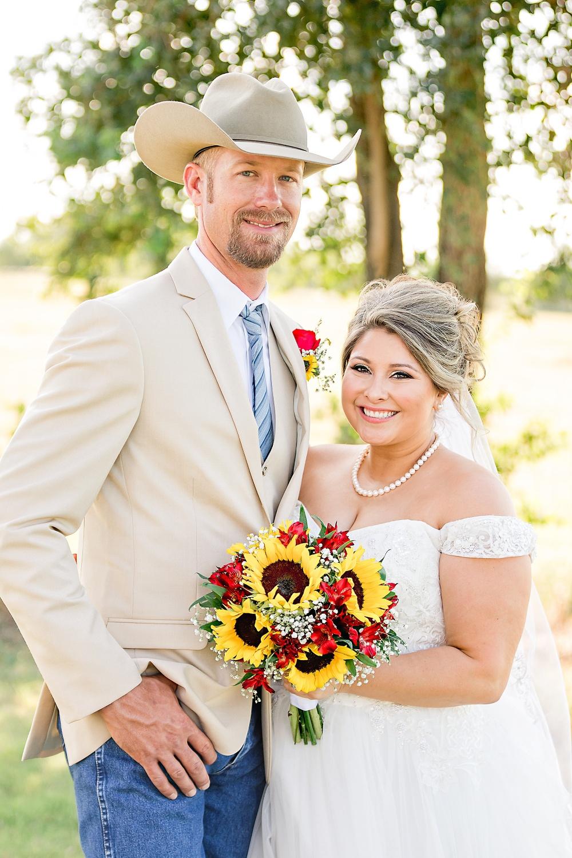 Wedding-Photographer-Rustic-Sunflower-theme-Texas-Carly-Barton-Photography_0107.jpg