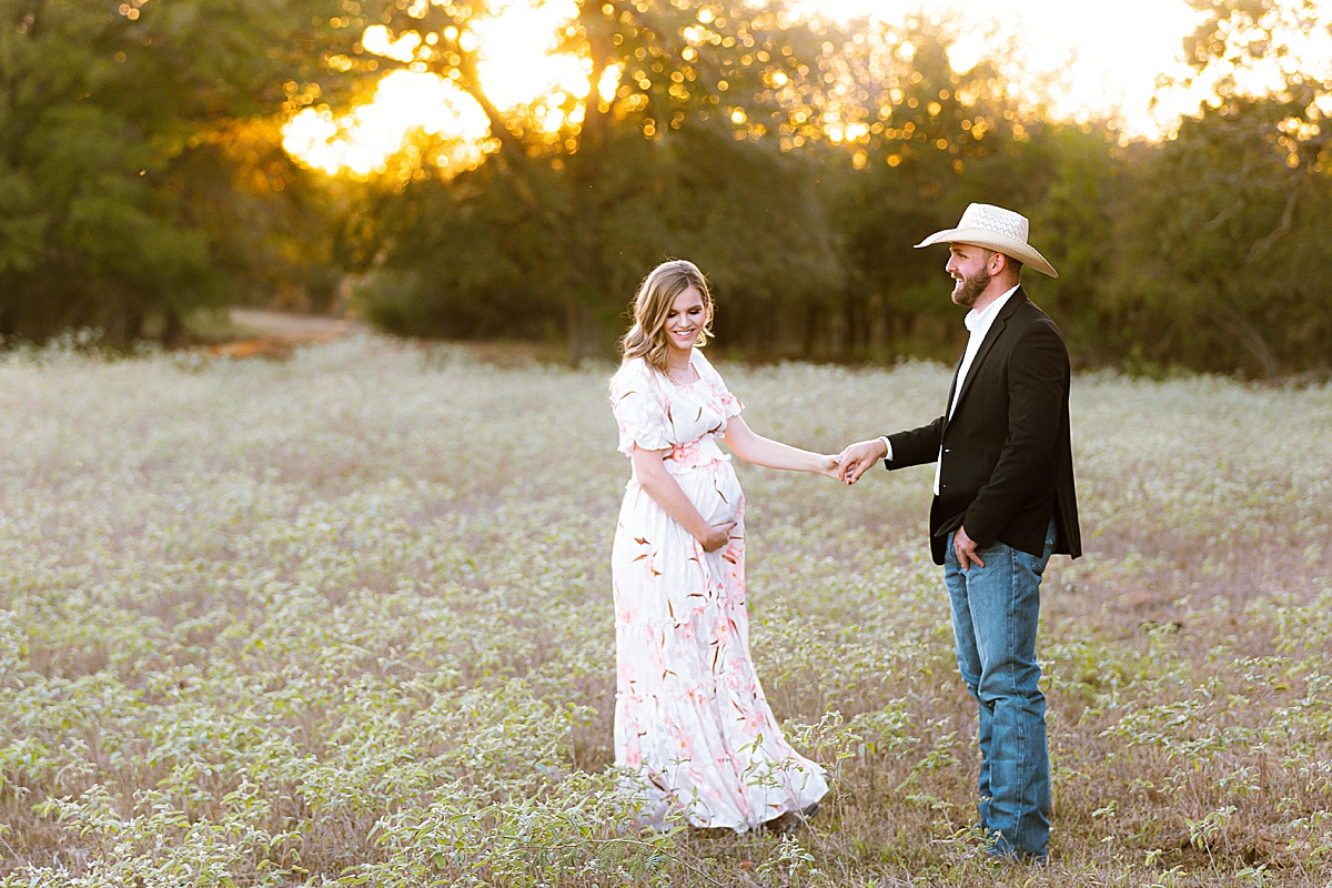 maternity-photo-session-lavernia-texas-carly-barton-photography_0017.jpg