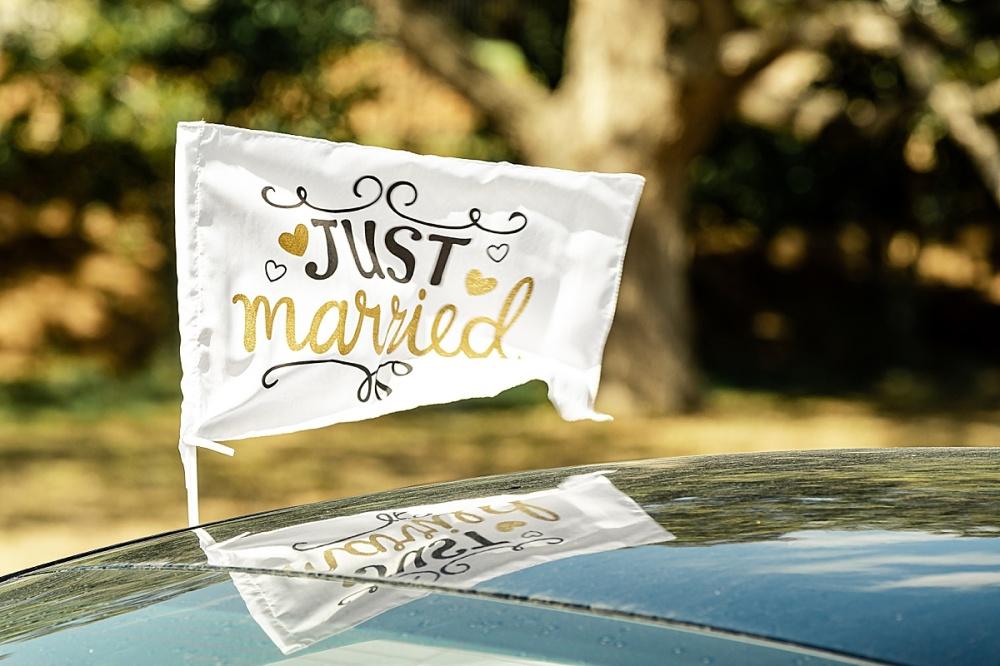 Navy-Burgundy-Texas-Wedding-Gruene-Estate-New-Braunfels-Carly-Barton-Photography_0060.jpg