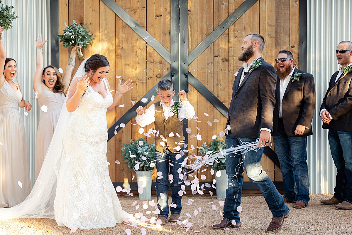 Rustic-Texas-Wedding-Hollow-Creek-Ranch-Carly-Barton-Photography_0080.jpg