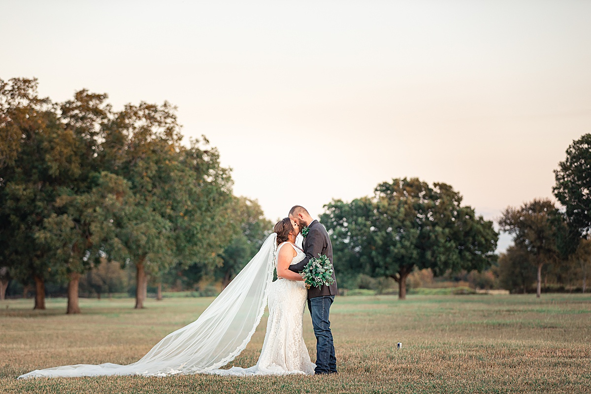 Rustic-Texas-Wedding-Hollow-Creek-Ranch-Carly-Barton-Photography_0097.jpg