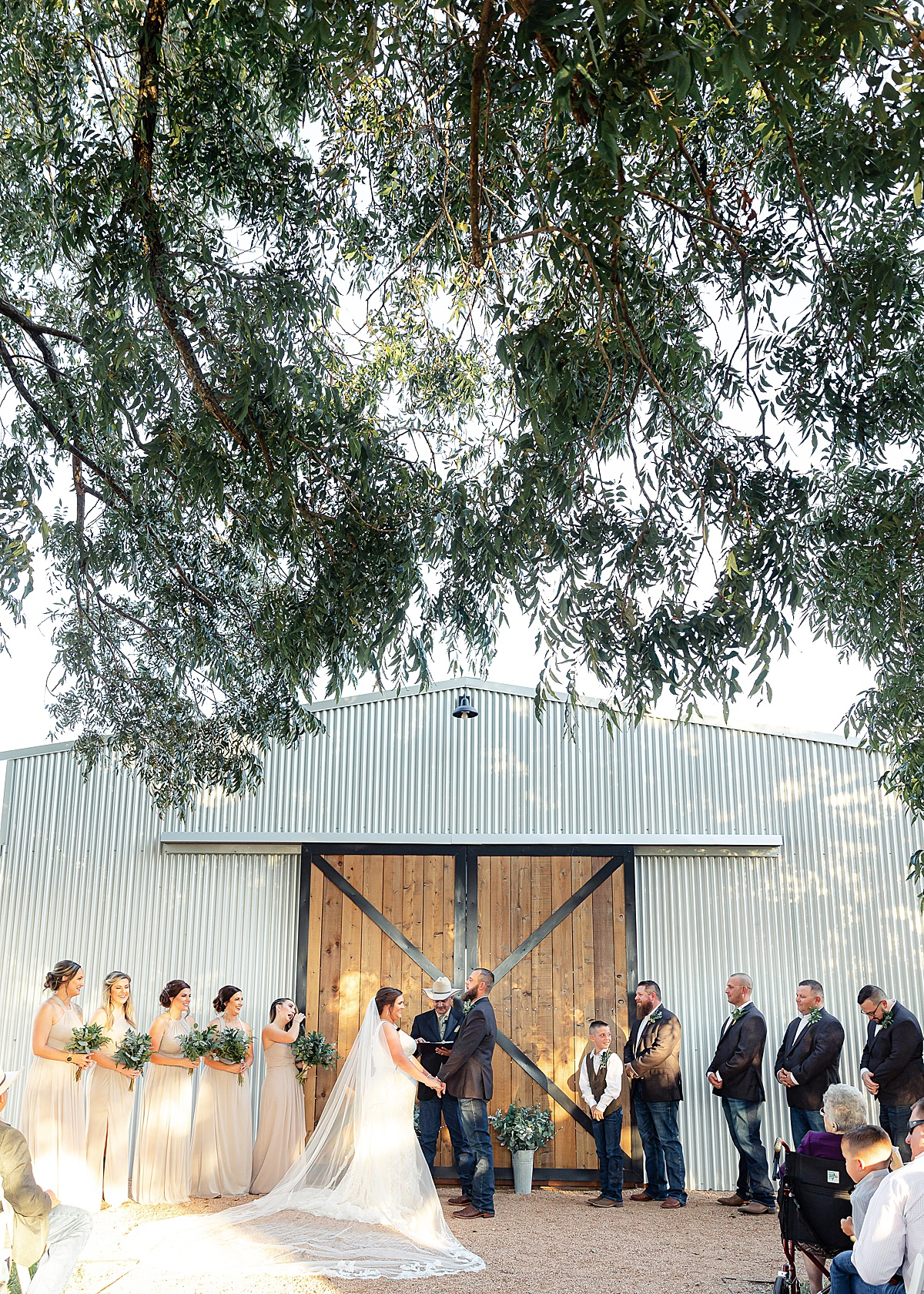 Rustic-Texas-Wedding-Hollow-Creek-Ranch-Carly-Barton-Photography_0120.jpg