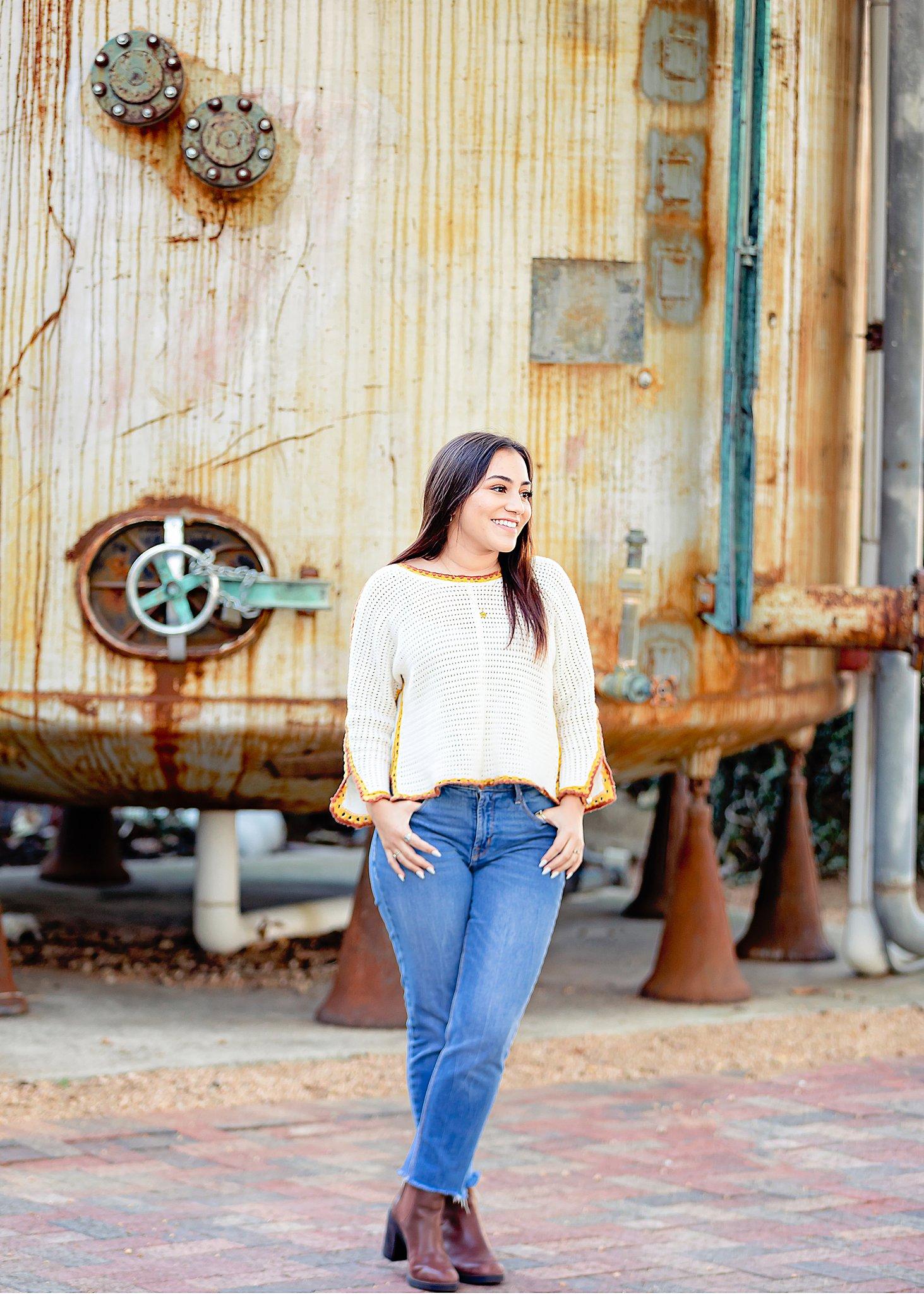 Carly-Barton-Photography-Texas-Photographer-High-School-Senior-Photos-The-Historic-Pearl-San-Antonio_0014.jpg