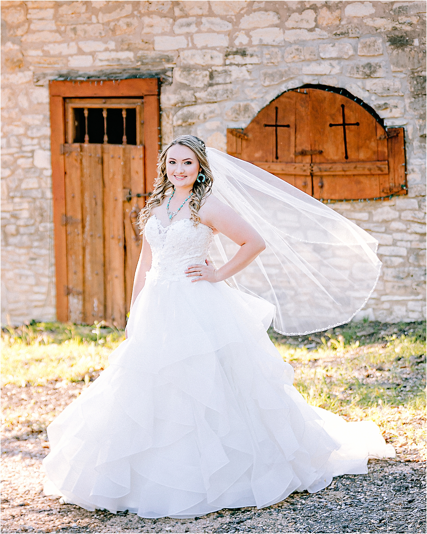 Carly-Barton-Photography-Texas-Bridals-Boerne-Rustic-Wedding-Photos_0004.jpg