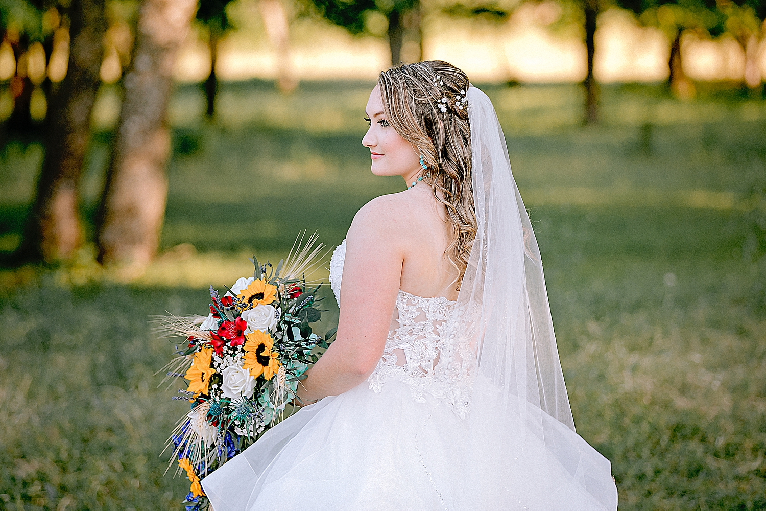 Carly-Barton-Photography-Texas-Bridals-Boerne-Rustic-Wedding-Photos_0005.jpg