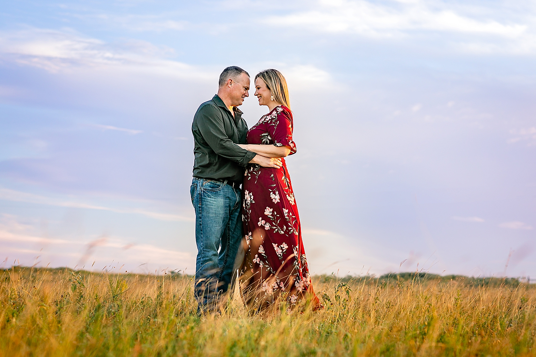 Carly-Barton-Photography-La-Vernia-Texas-Engagement-Photos-Sunset_0007.jpg