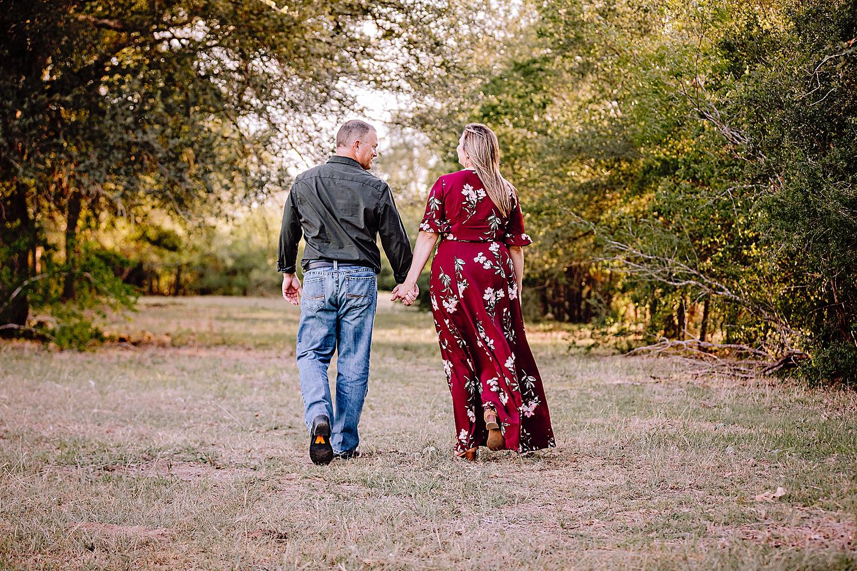 Carly-Barton-Photography-La-Vernia-Texas-Engagement-Photos-Sunset_0025.jpg