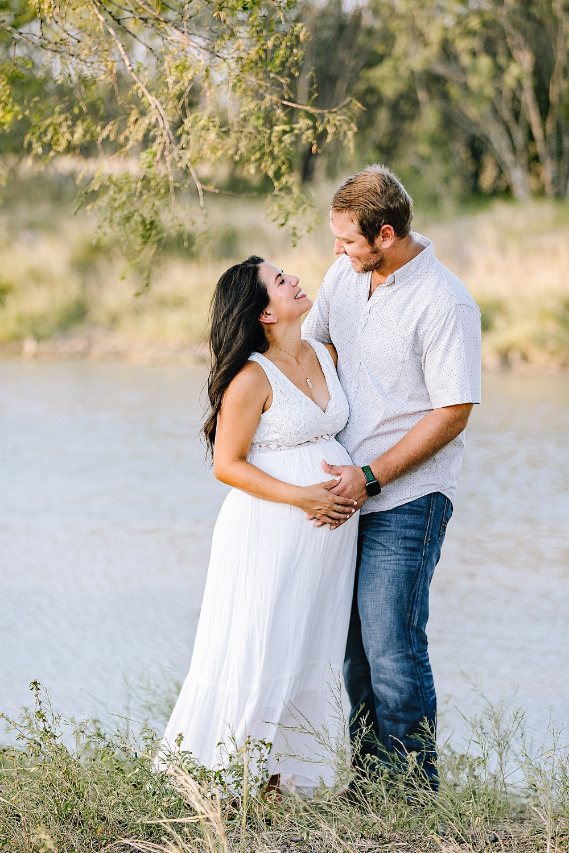 Carly-Barton-Photography-Kenedy-Texas-Maternity-Photos-Sunset-Family_0021.jpg