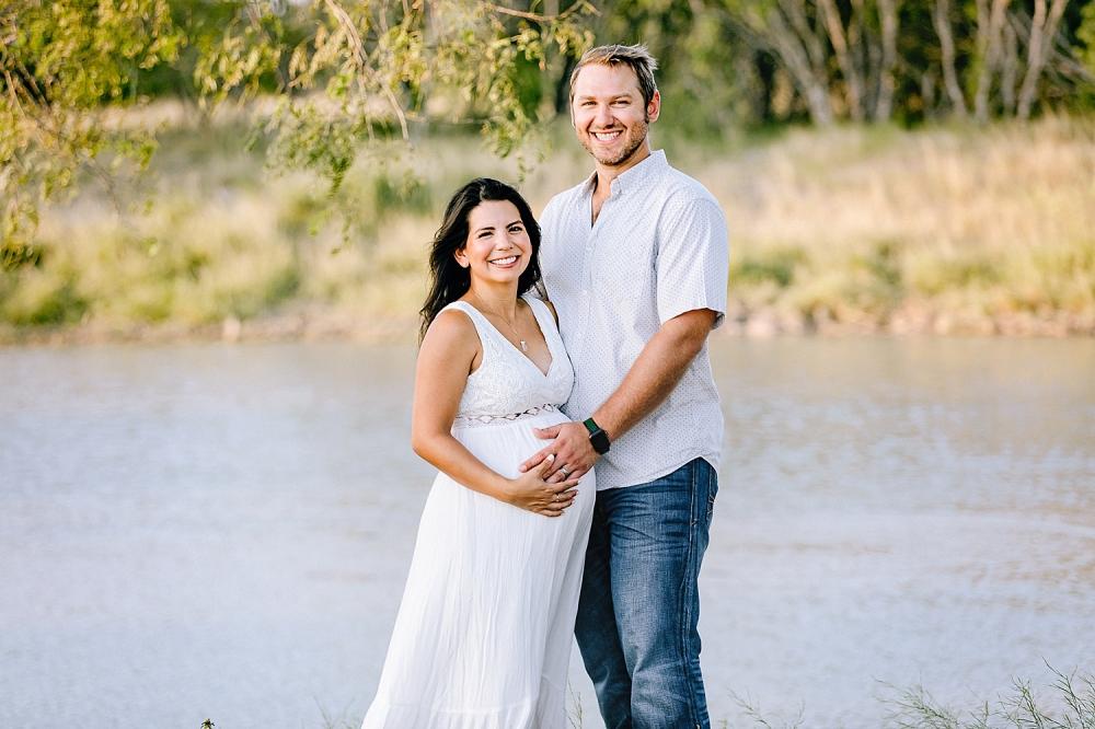Carly-Barton-Photography-Kenedy-Texas-Maternity-Photos-Sunset-Family_0022.jpg