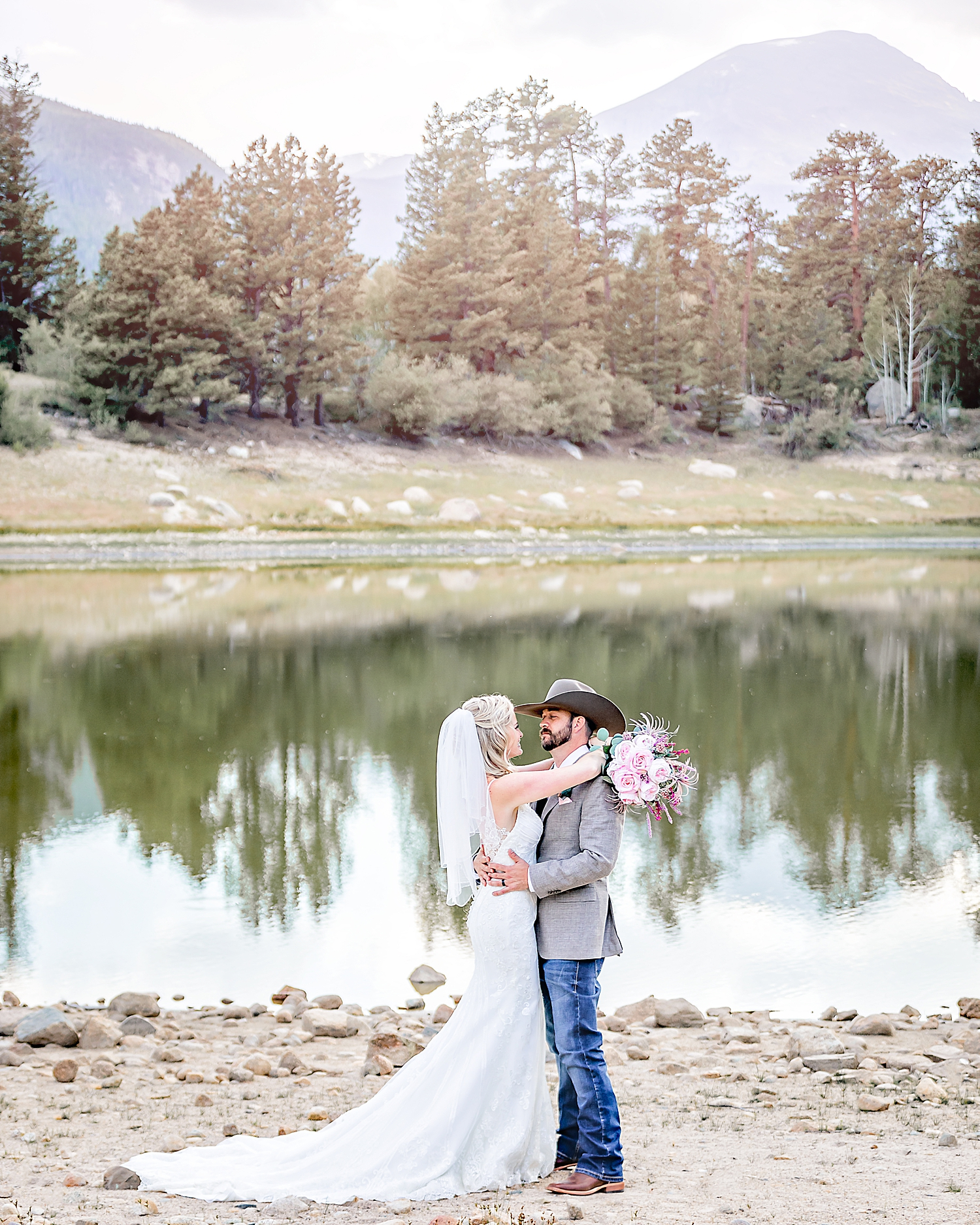 Carly-Barton-Photography-Rocky-Mountain-National-Park-Estes-Park-Wedding-Elopement_0016.jpg