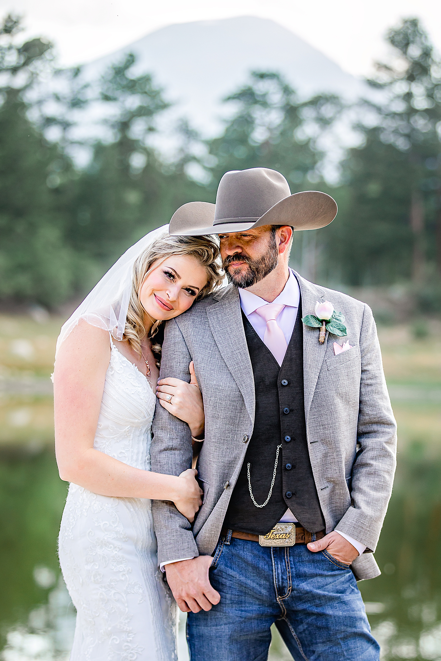 Carly-Barton-Photography-Rocky-Mountain-National-Park-Estes-Park-Wedding-Elopement_0020.jpg
