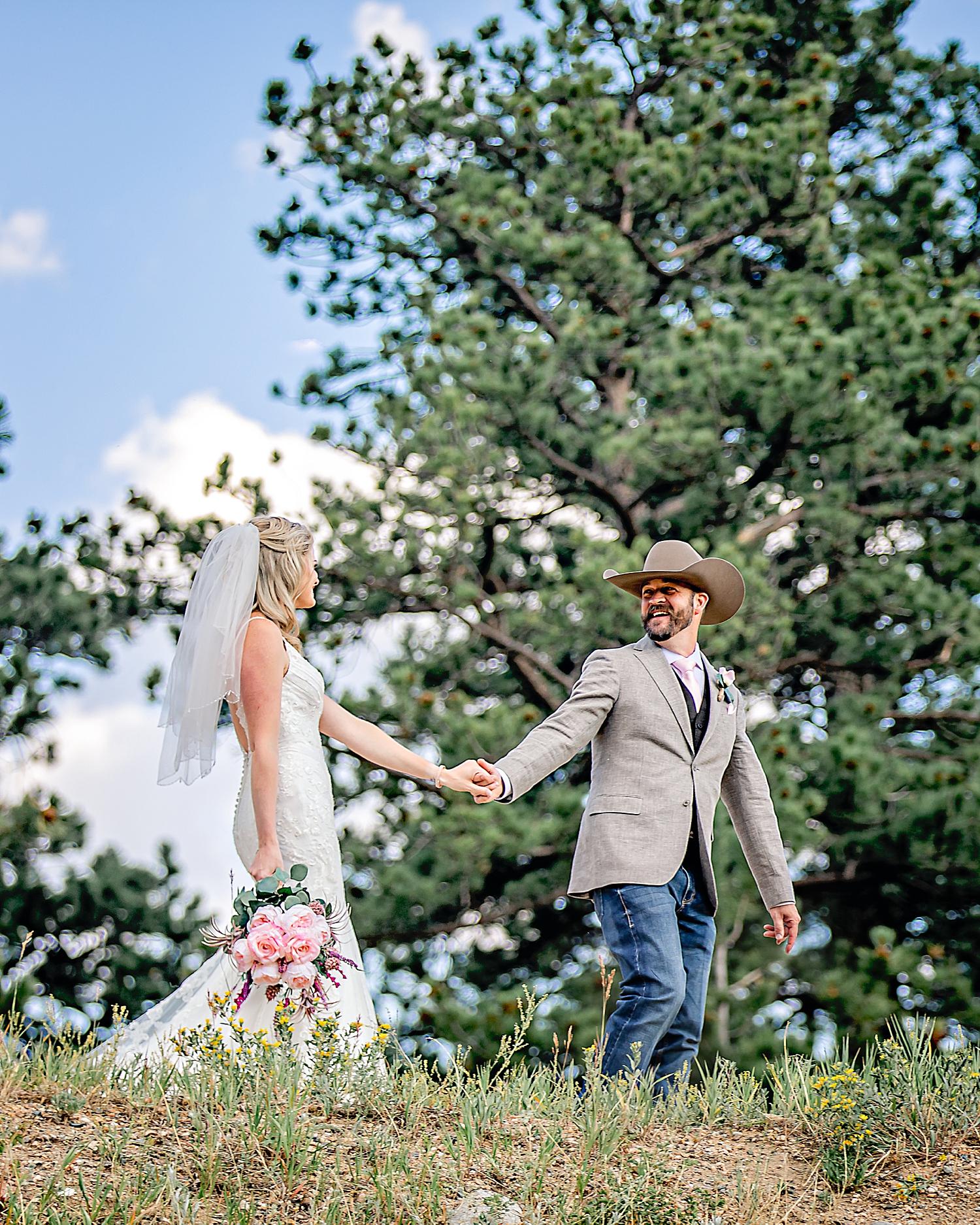 Carly-Barton-Photography-Rocky-Mountain-National-Park-Estes-Park-Wedding-Elopement_0021.jpg