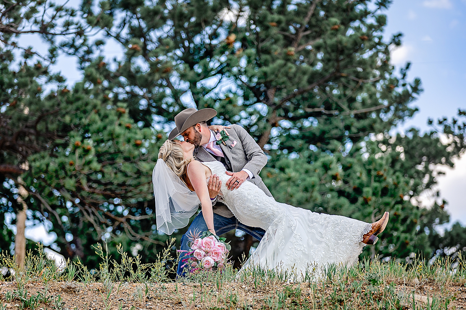 Carly-Barton-Photography-Rocky-Mountain-National-Park-Estes-Park-Wedding-Elopement_0023.jpg
