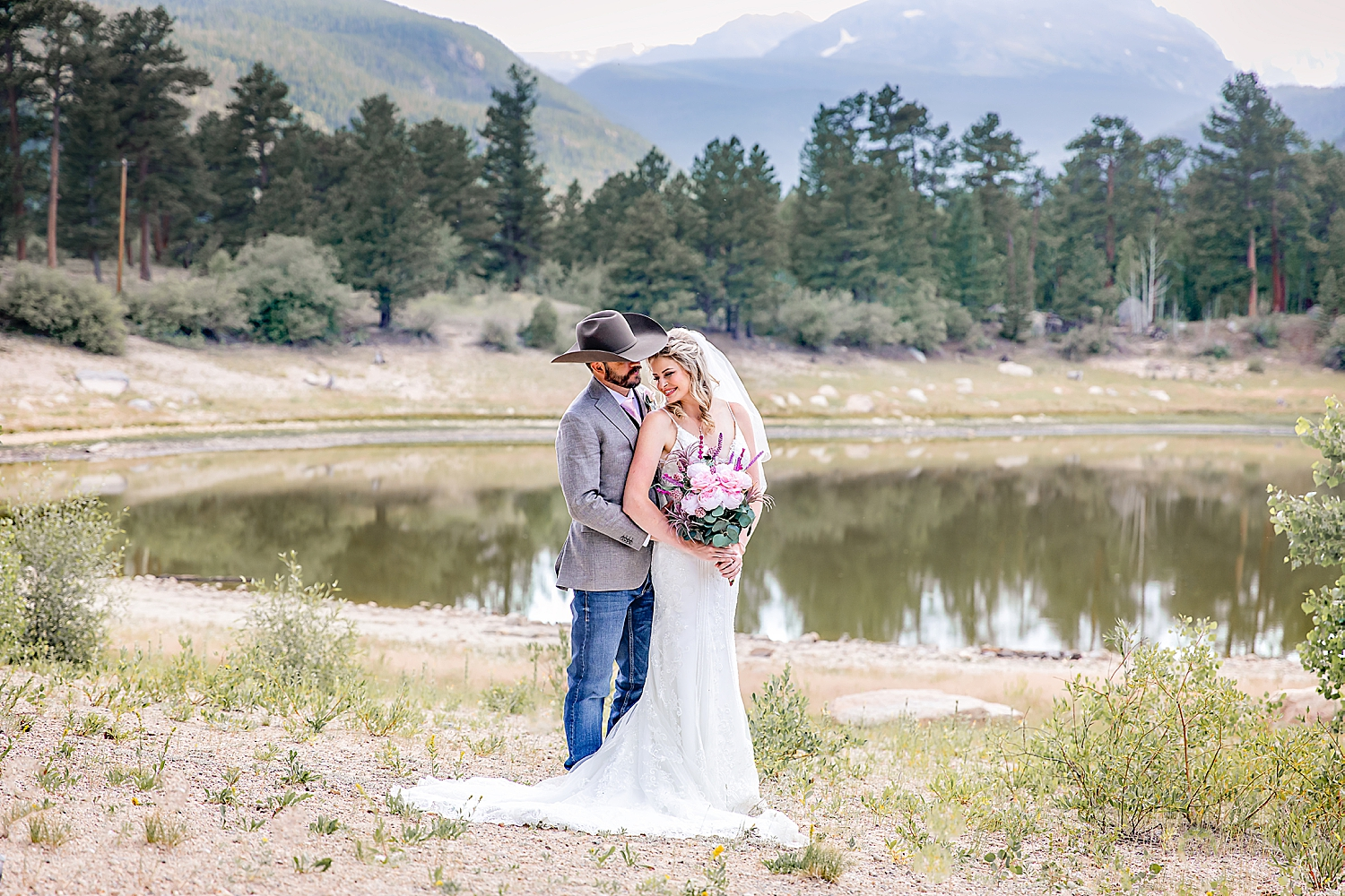 Carly-Barton-Photography-Rocky-Mountain-National-Park-Estes-Park-Wedding-Elopement_0027.jpg