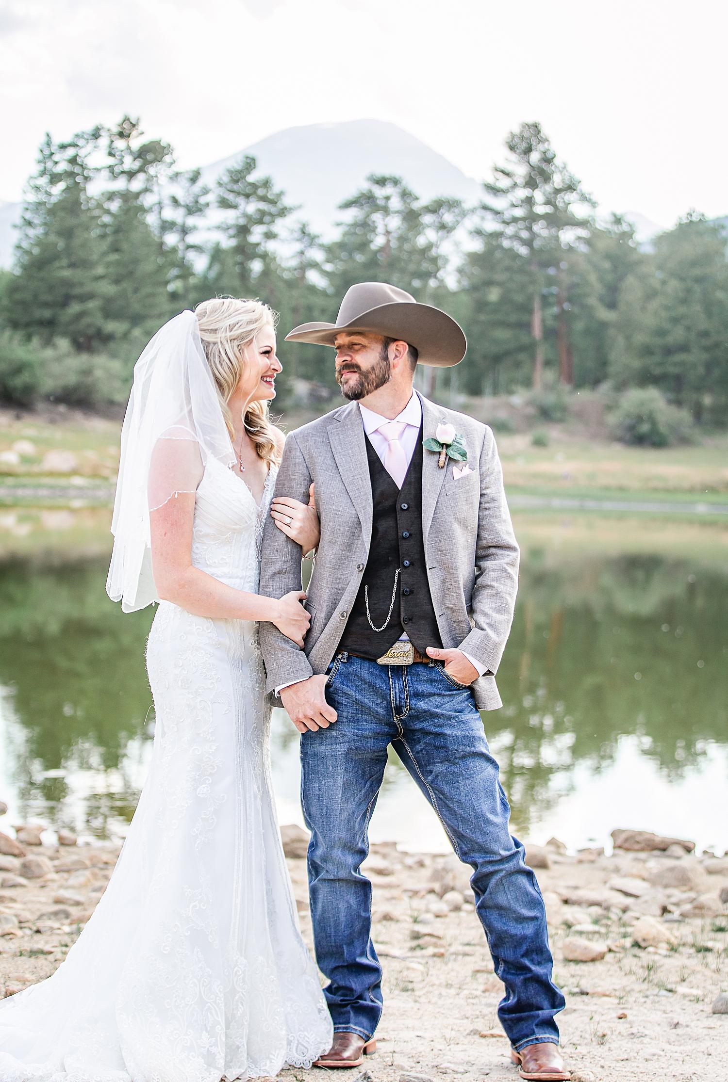 Carly-Barton-Photography-Rocky-Mountain-National-Park-Estes-Park-Wedding-Elopement_0039.jpg