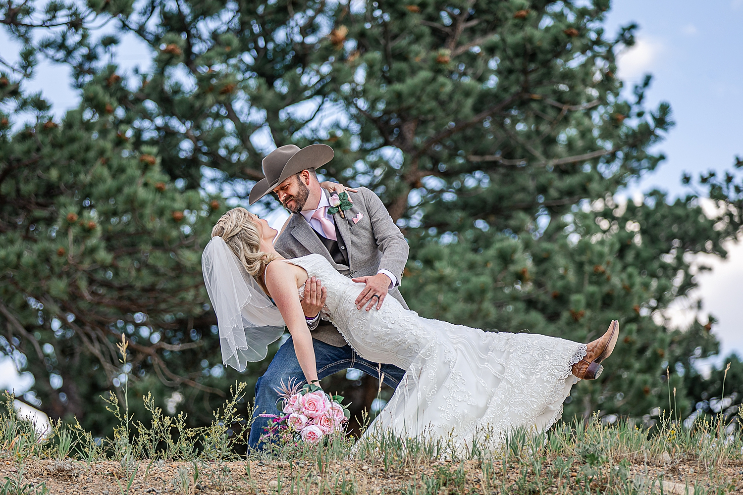 Carly-Barton-Photography-Rocky-Mountain-National-Park-Estes-Park-Wedding-Elopement_0045.jpg