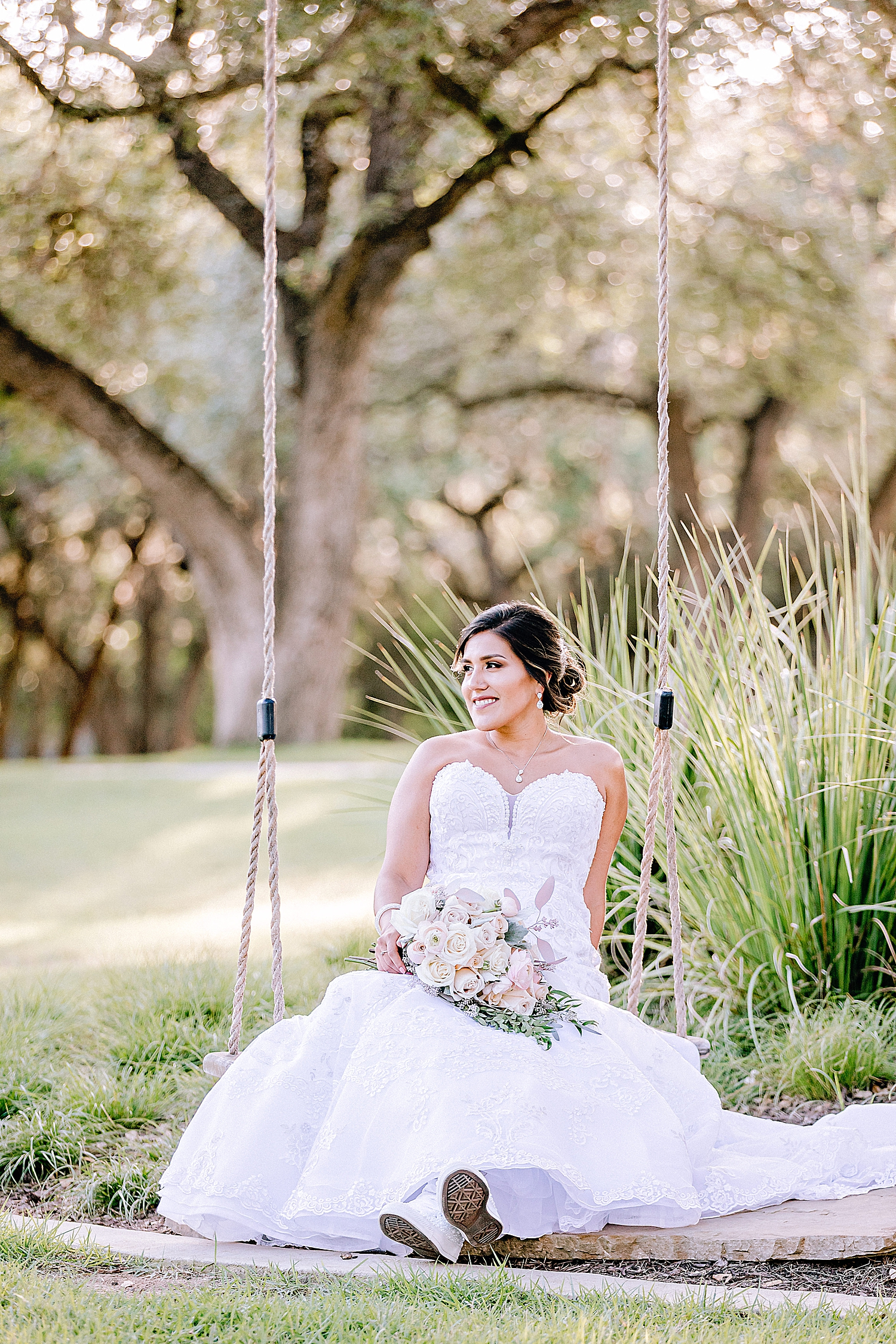 Carly-Barton-Photography-Bridal-Photos-Chadelier-of-Gruene-New-Braunfels-Wedding-Photographer_0015.jpg