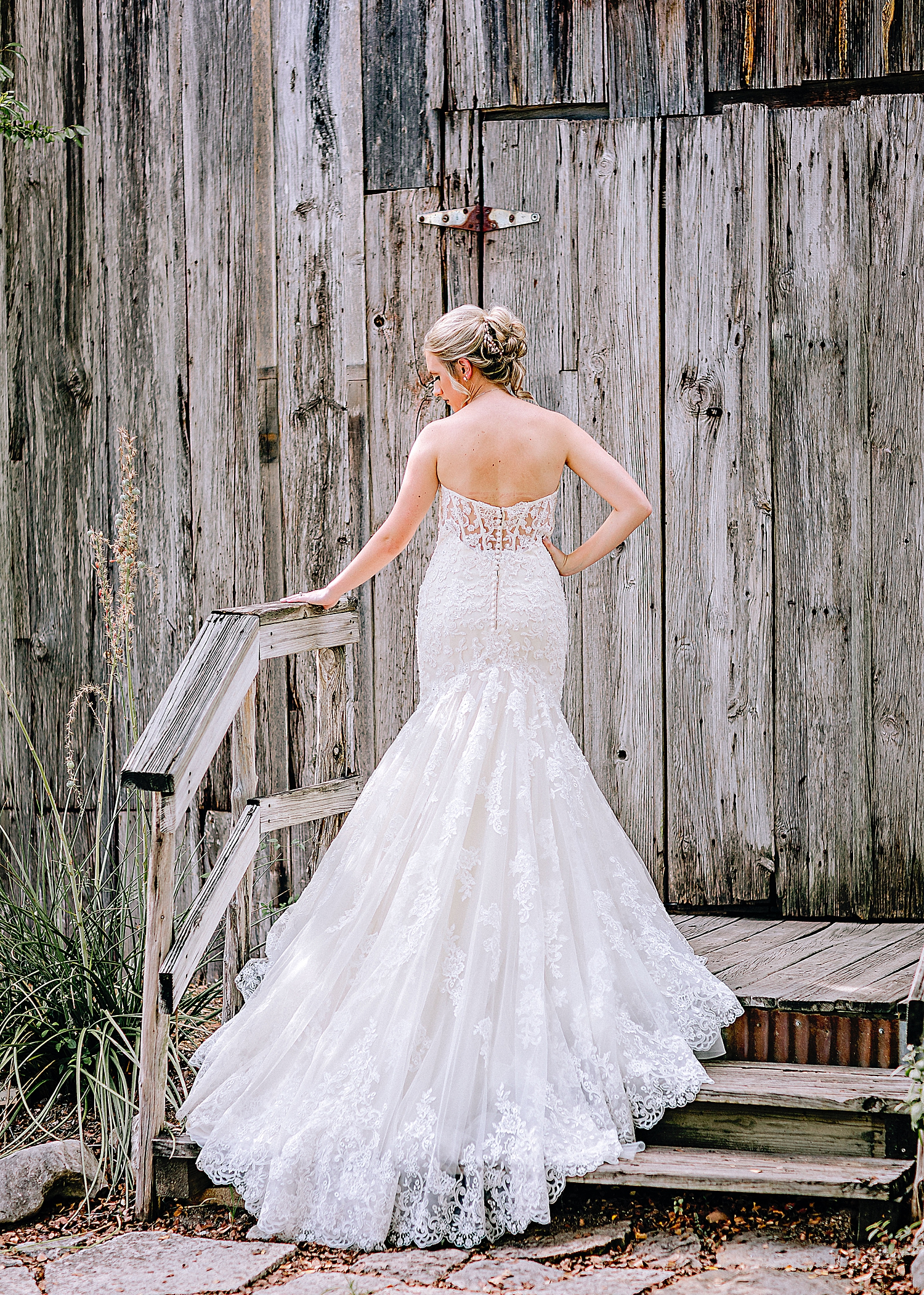 Carly-Barton-Photography-Bridal-Photos-Gruene-Rustic-New-Braunfels-Wedding-Photographer_0001.jpg