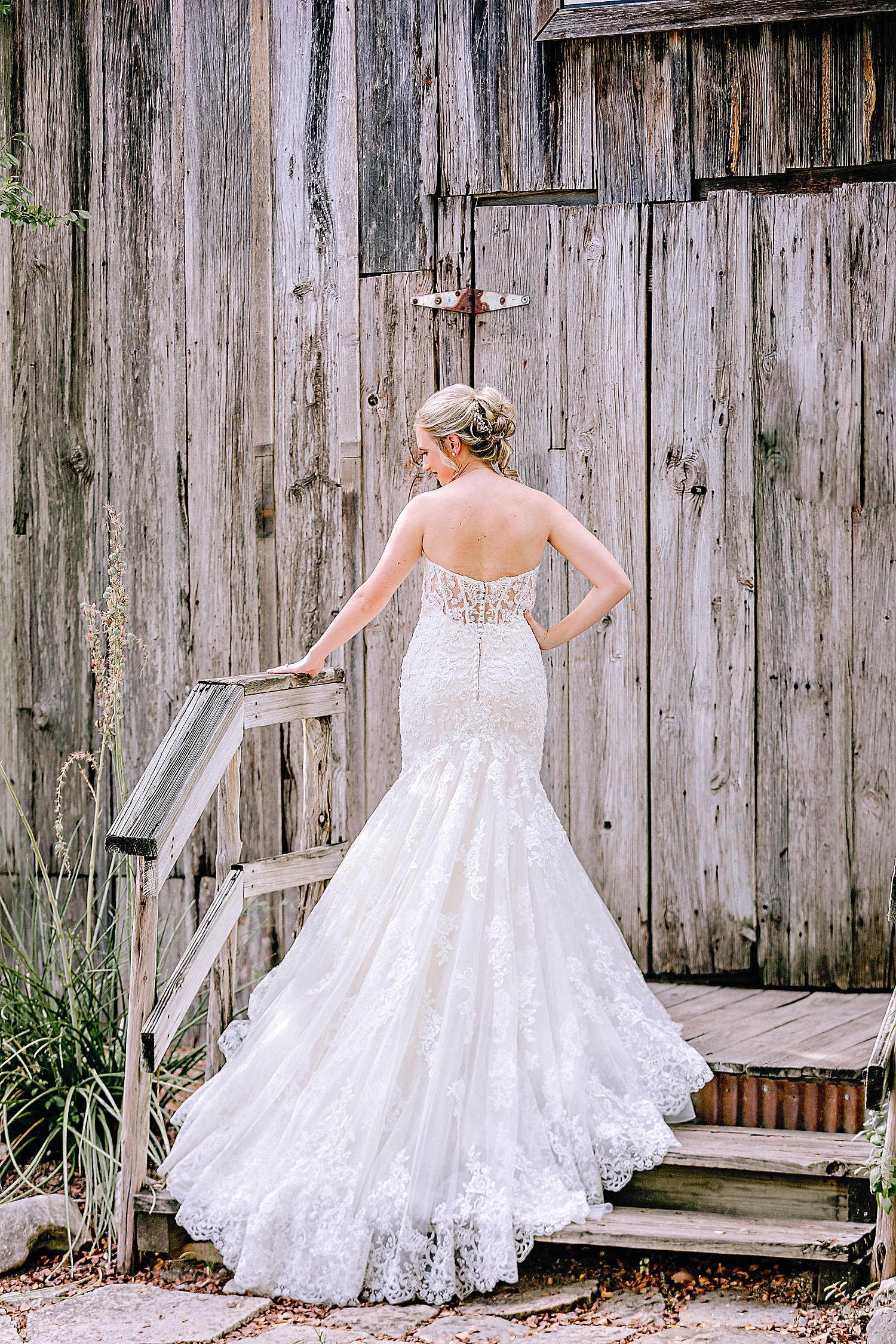 Carly-Barton-Photography-Bridal-Photos-Gruene-Rustic-New-Braunfels-Wedding-Photographer_0022.jpg