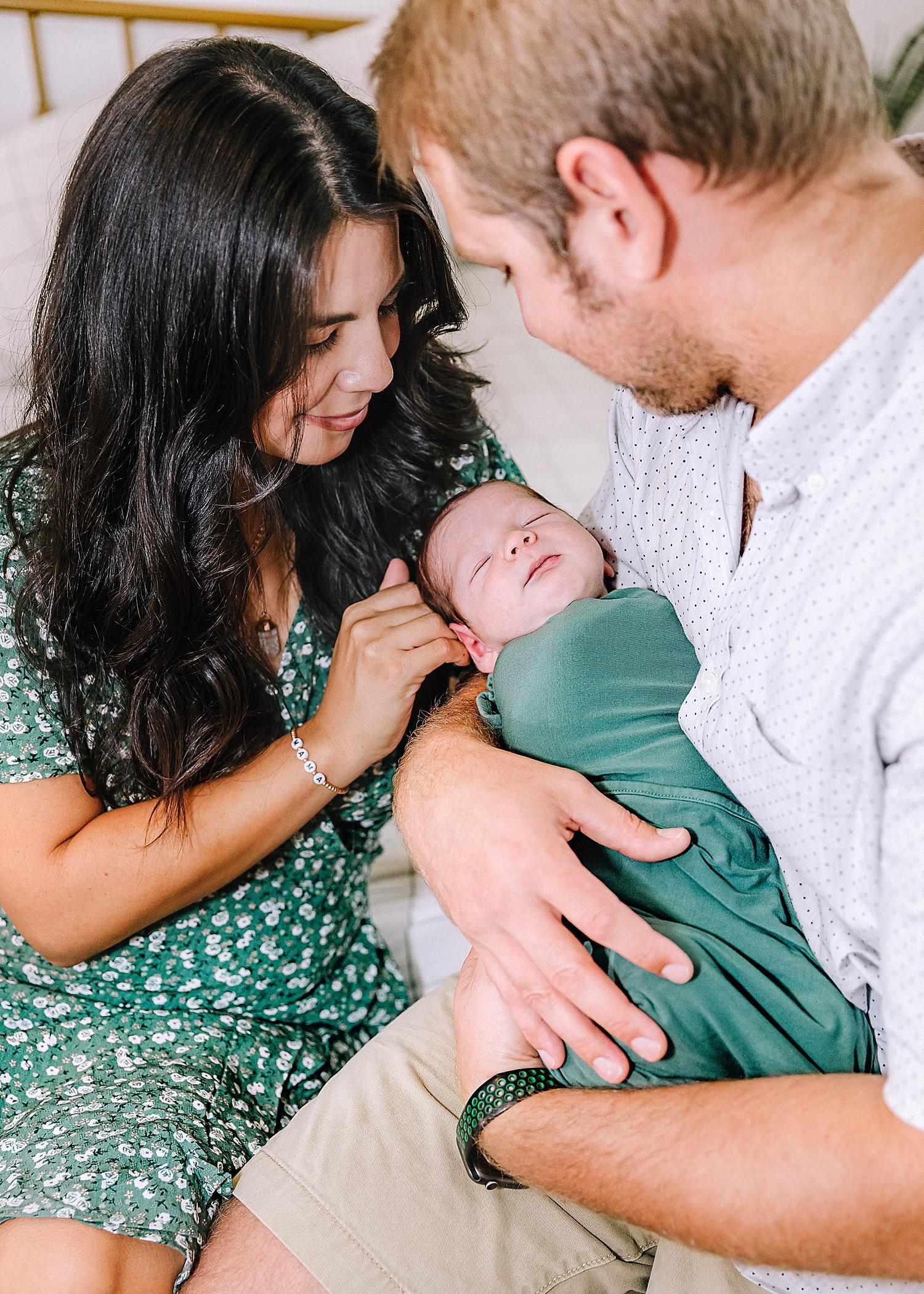 Carly-Barton-Photography-Lifestyle-Newborn-Photographer-Brothers-Family-Photos-Texas_0005.jpg