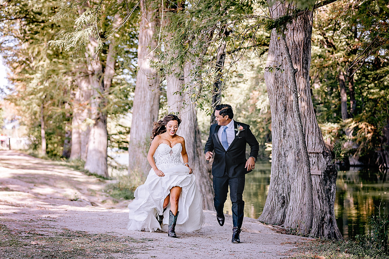 Bandera-Texas-Wedding-Photographer-Bride-Groom-on-Horses-Carly-Barton-Photography_0114.jpg