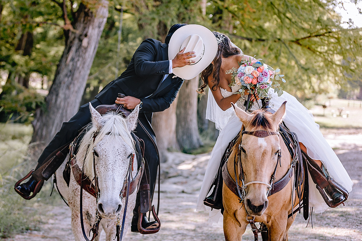 Bandera-Texas-Wedding-Photographer-Bride-Groom-on-Horses-Carly-Barton-Photography_0128.jpg