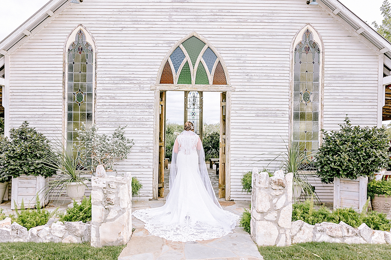 Carly-Barton-Photography-Gruene-Estate-Wedding-Photographer-New-Braunfels-Texas-Bridal-Session_0013.jpg
