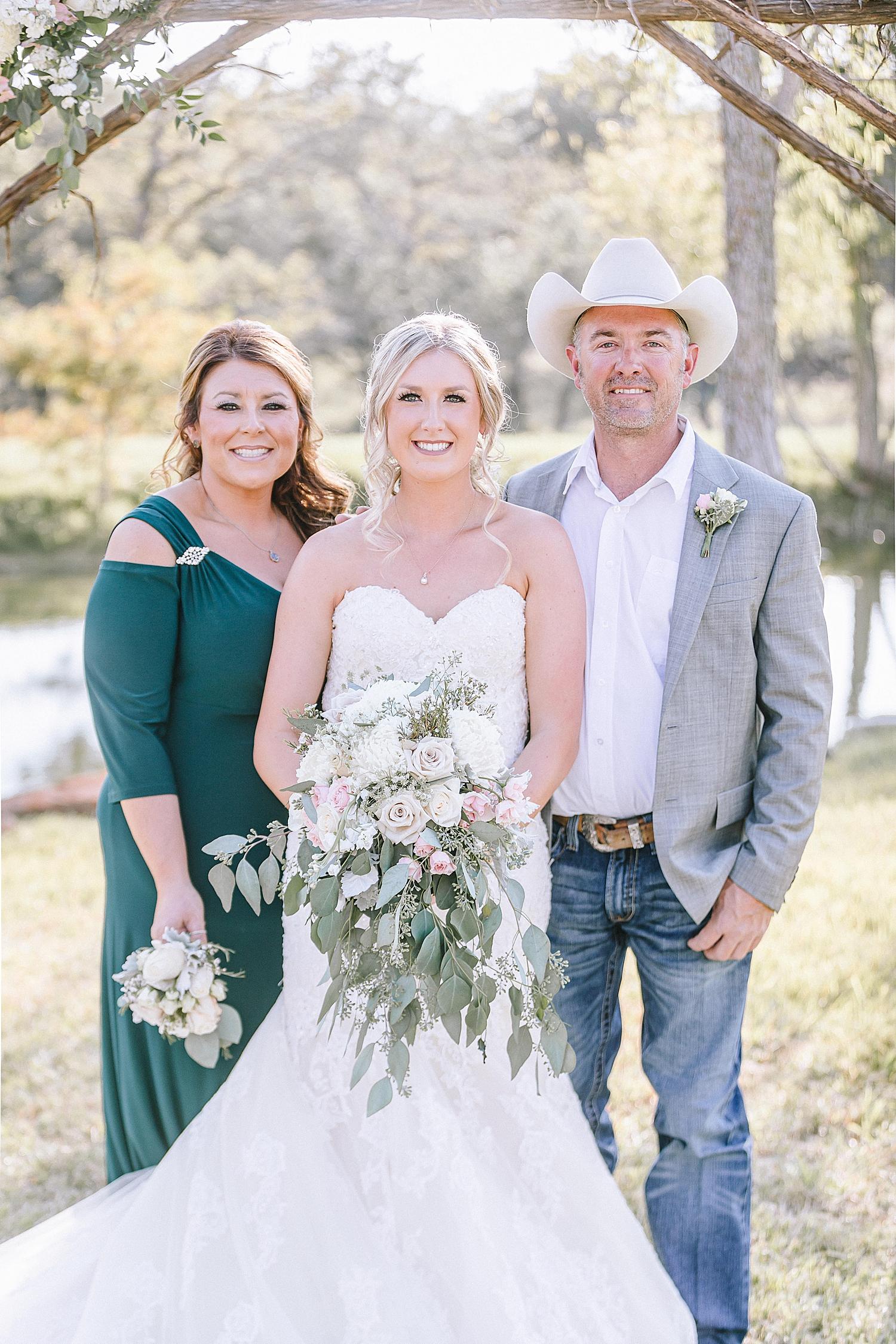 Rackler-Ranch-LaVernia-Texas-Wedding-Carly-Barton-Photography_0062.jpg
