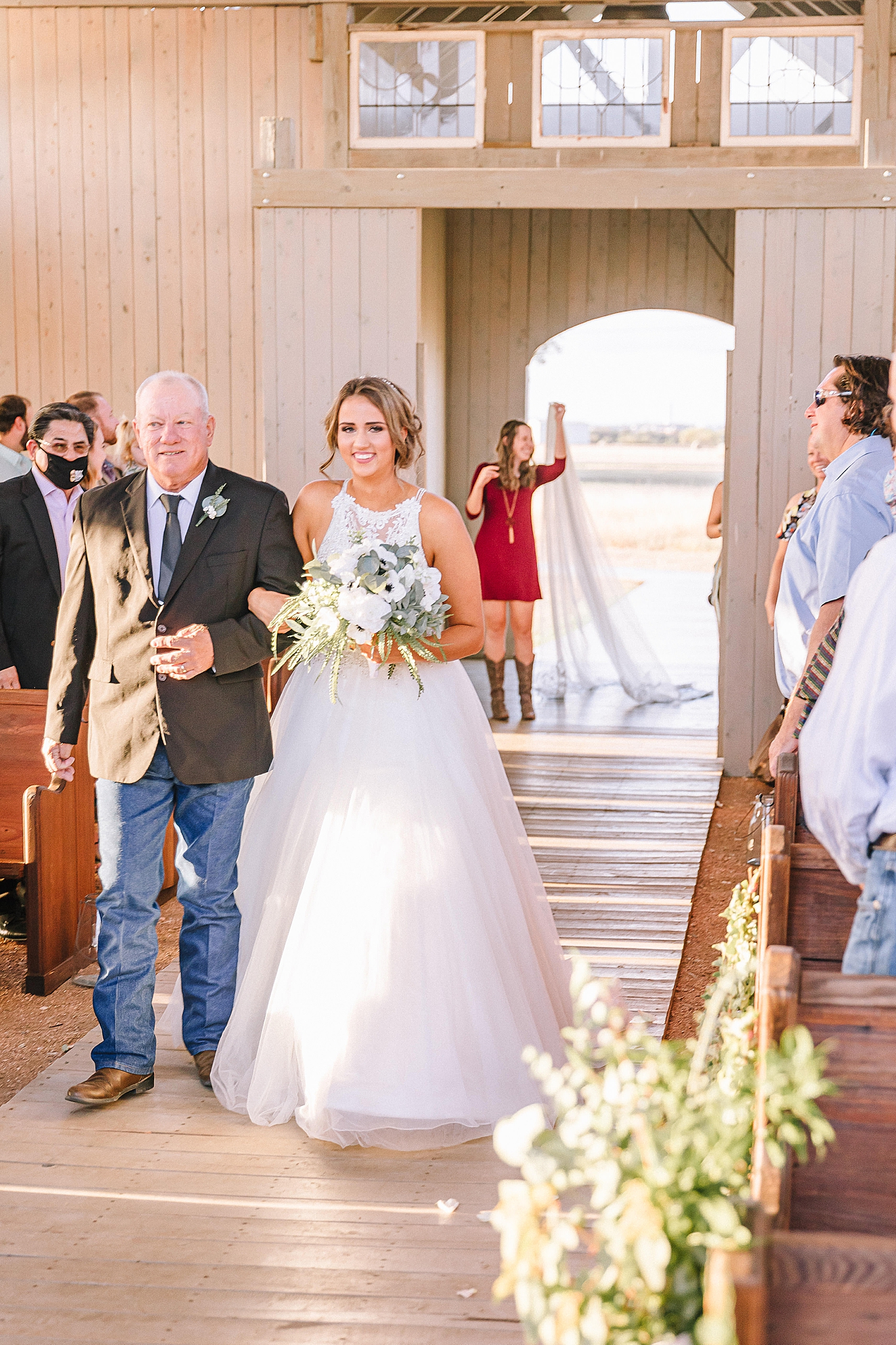 Allen-Farmhaus-New-Braunfels-Wedding-Carly-Barton-Photography_0066.jpg