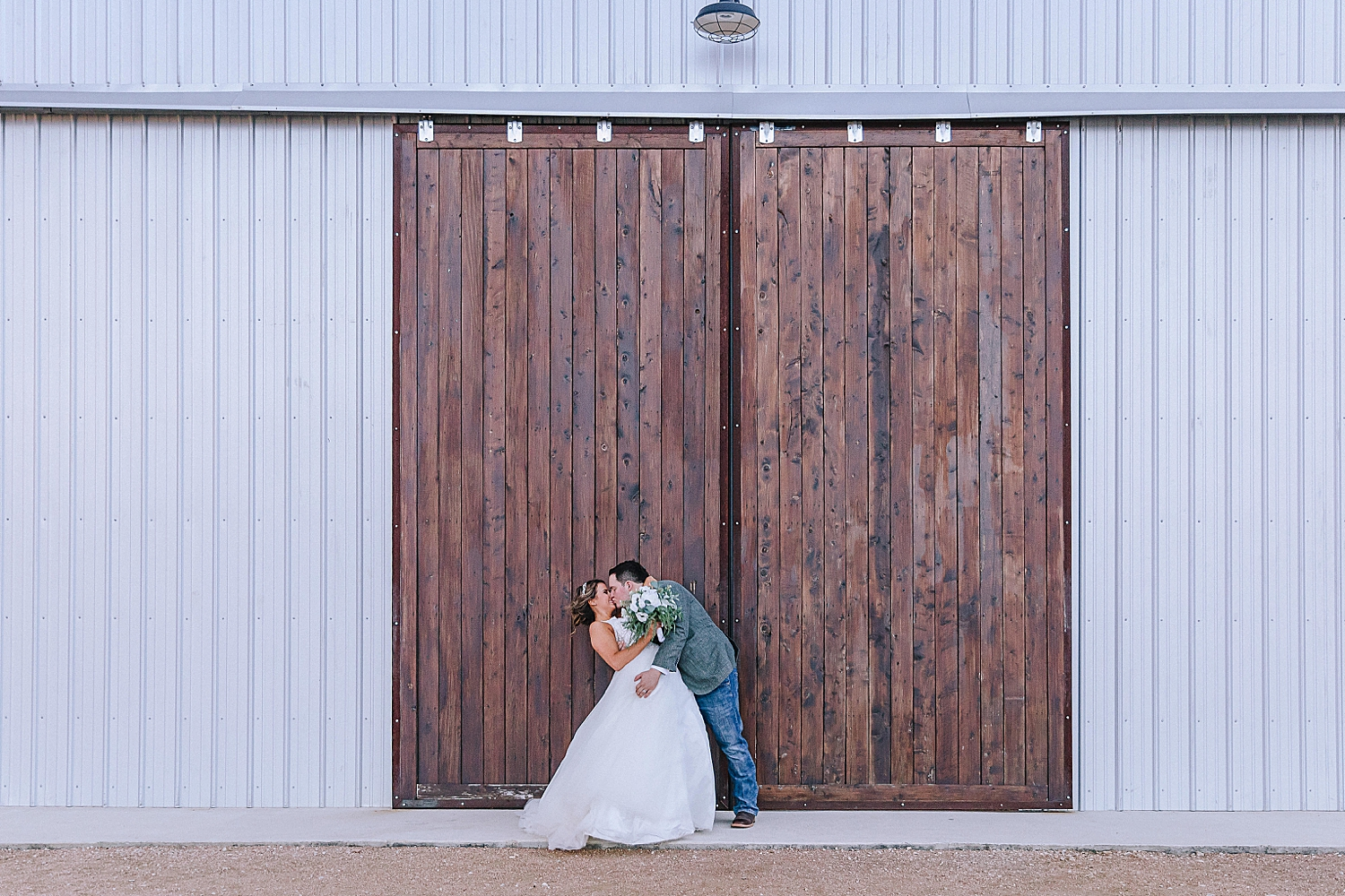 Allen-Farmhaus-New-Braunfels-Wedding-Carly-Barton-Photography_0079.jpg