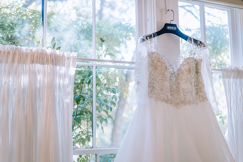 New-Braunfels-Wedding-Photographer-Gruene-Estate-Carly-Barton-Photography_0016.jpg