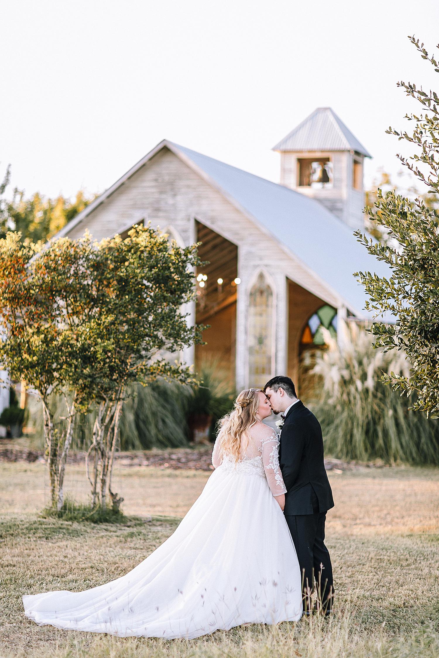 New-Braunfels-Wedding-Photographer-Gruene-Estate-Carly-Barton-Photography_0043.jpg