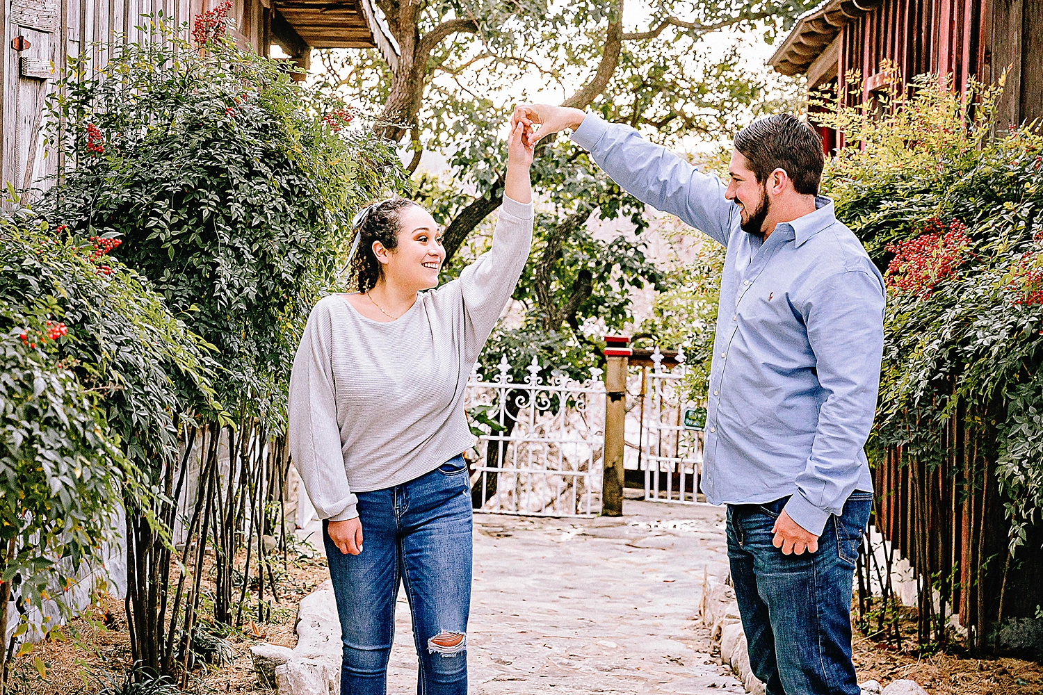 Engagement-photo-session-gruene-new-braunfels-texas-carly-barton-photography_0008.jpg