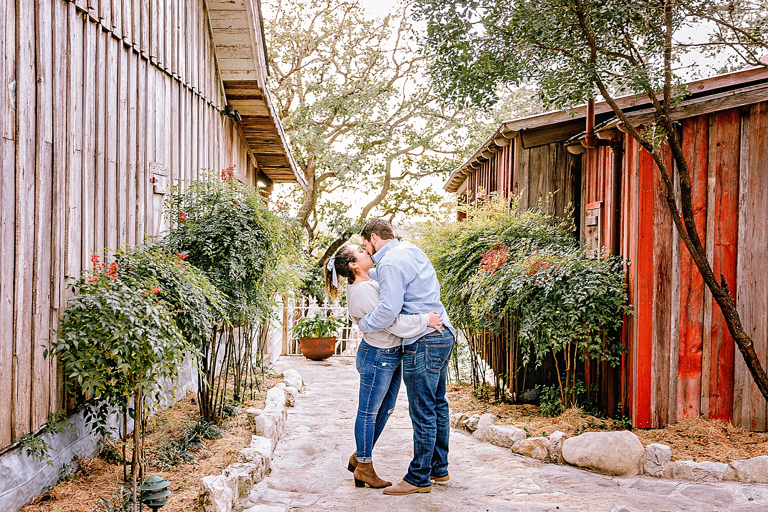 Engagement-photo-session-gruene-new-braunfels-texas-carly-barton-photography_0009.jpg