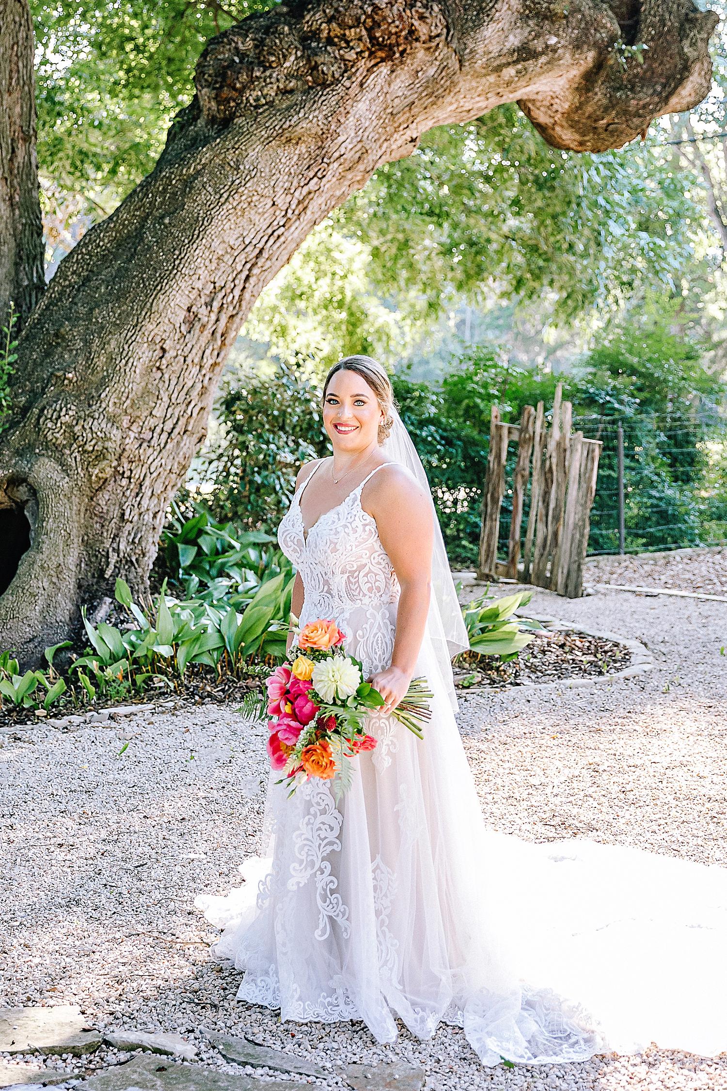 Gruene-Estate-Wedding-New-Braunfels-Bride-Bridal-Photos-Carly-Barton-Photography_0001.jpg