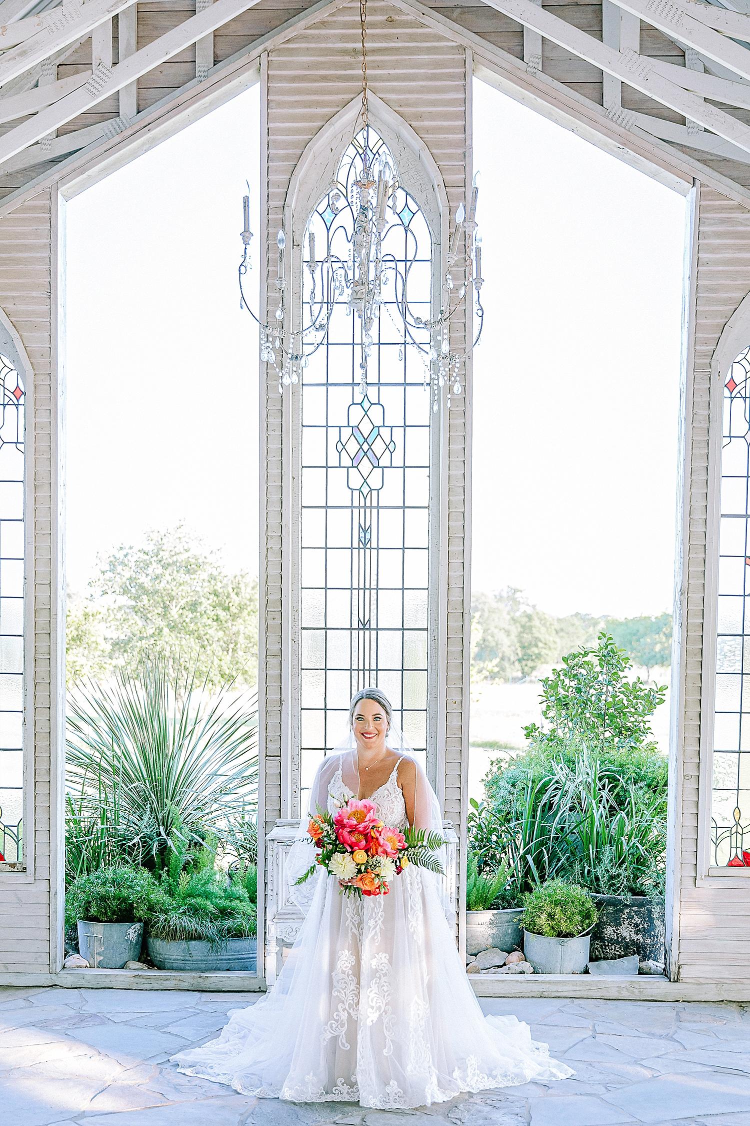 Gruene-Estate-Wedding-New-Braunfels-Bride-Bridal-Photos-Carly-Barton-Photography_0009.jpg