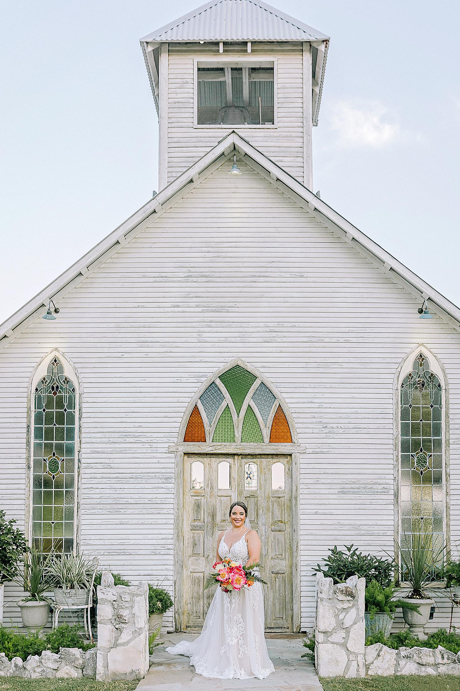 Gruene-Estate-Wedding-New-Braunfels-Bride-Bridal-Photos-Carly-Barton-Photography_0010.jpg
