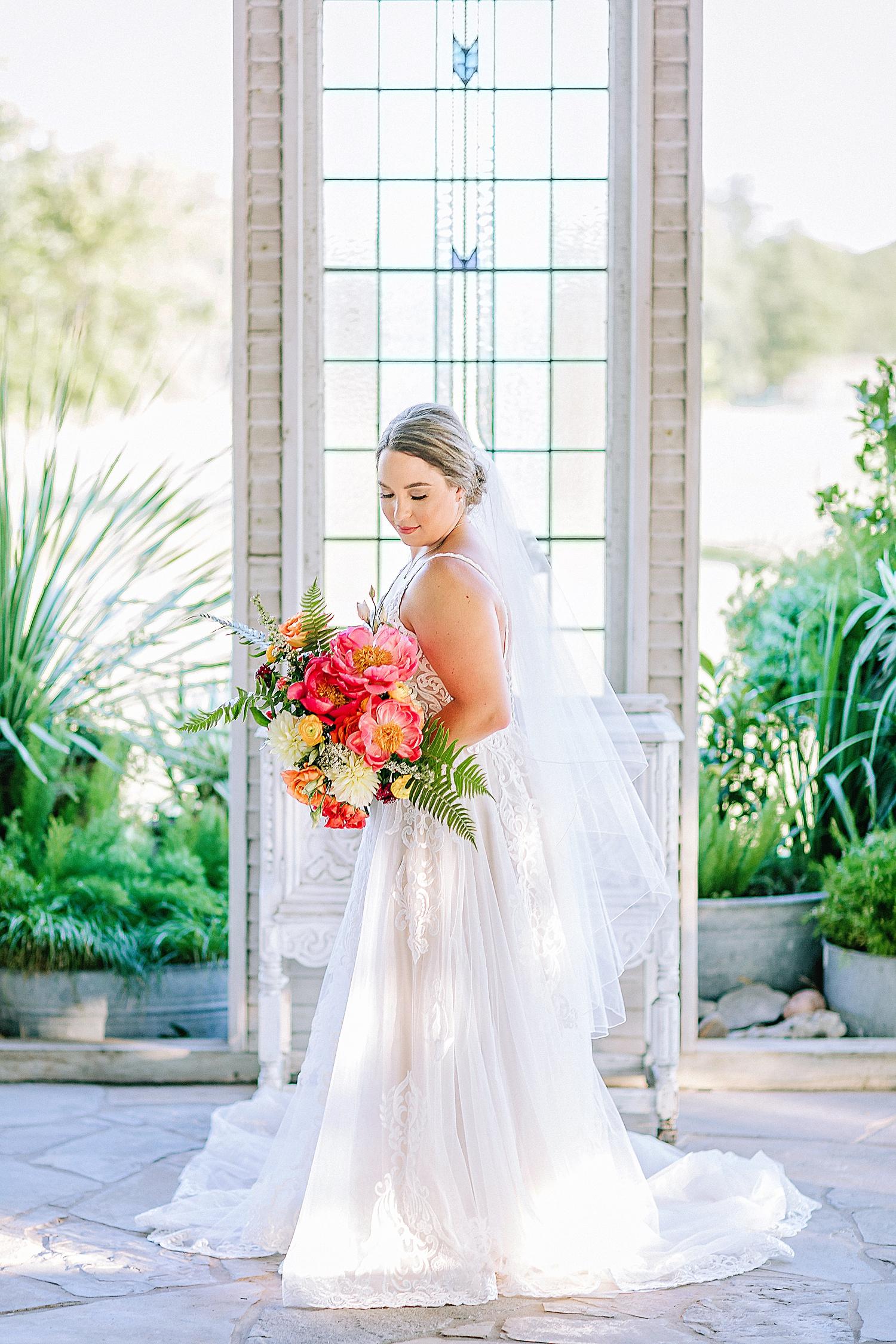 Gruene-Estate-Wedding-New-Braunfels-Bride-Bridal-Photos-Carly-Barton-Photography_0032.jpg