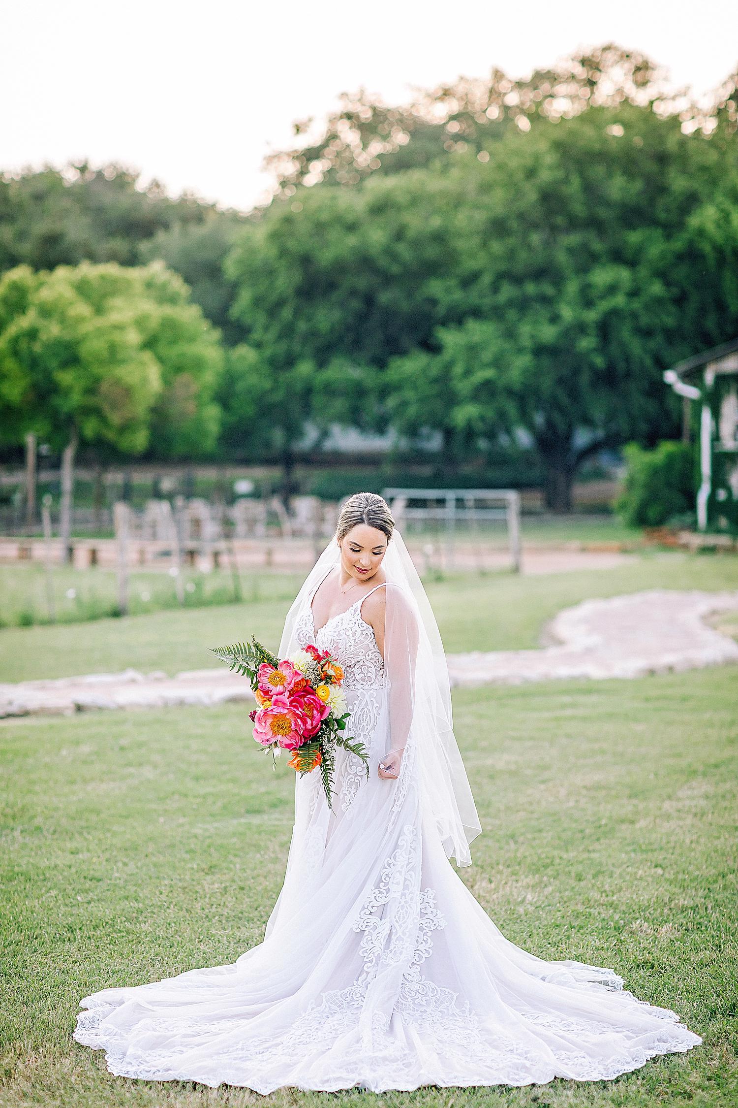 Gruene-Estate-Wedding-New-Braunfels-Bride-Bridal-Photos-Carly-Barton-Photography_0034.jpg