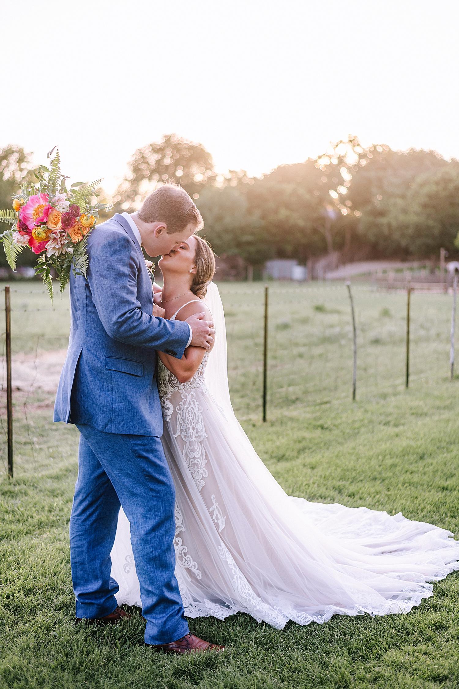 Gruene-Estate-Wedding-New-Braunfels-Bride-Wedding-Photos-Carly-Barton-Photography_0125.jpg