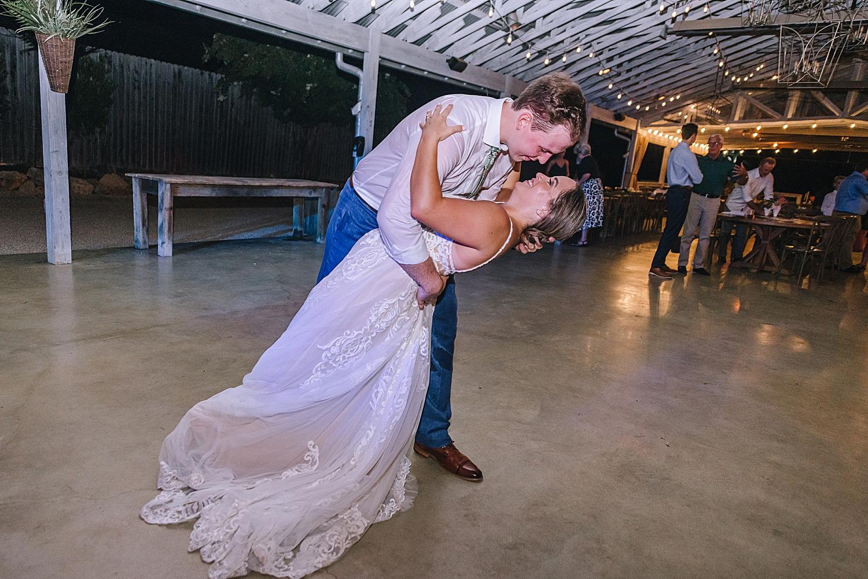 Gruene-Estate-Wedding-New-Braunfels-Bride-Wedding-Photos-Carly-Barton-Photography_0148.jpg