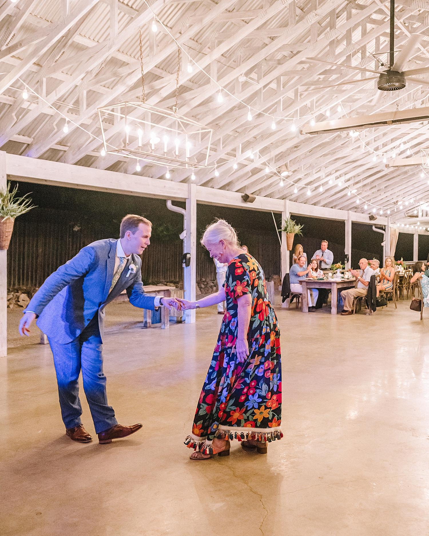 Gruene-Estate-Wedding-New-Braunfels-Bride-Wedding-Photos-Carly-Barton-Photography_0169.jpg