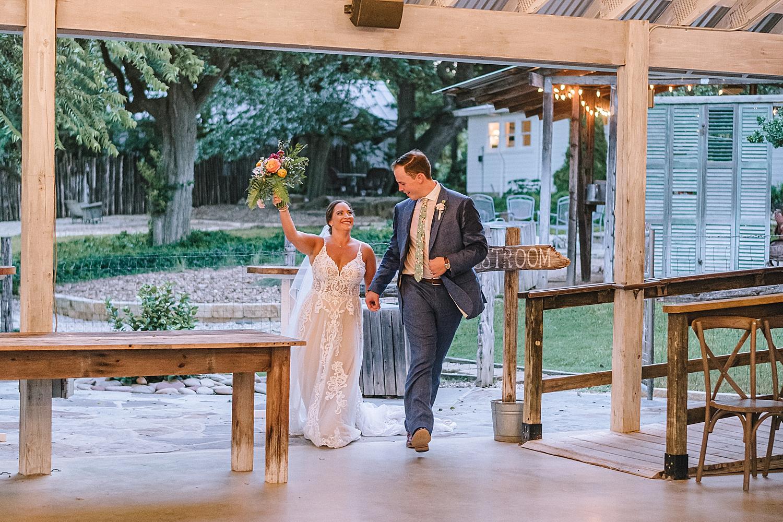 Gruene-Estate-Wedding-New-Braunfels-Bride-Wedding-Photos-Carly-Barton-Photography_0172.jpg